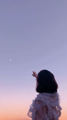 Sky Aesthetic, Aesthetic Photo, Aesthetic Pictures, Korean Aesthetic, Girl Photography Poses, Human Photography, Reflection Photography, Photography Jobs, Photography Aesthetic