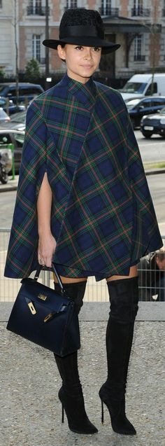 Poncho Street Style Looks Tartan Fashion, Star Fashion, London Fashion, Fashion Fashion, Winter Fashion Outfits, Autumn Winter Fashion, Fashion Weeks, Style Outfits, Cute Outfits