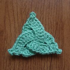 Tina's handicraft : Celtic Triangle Crochet