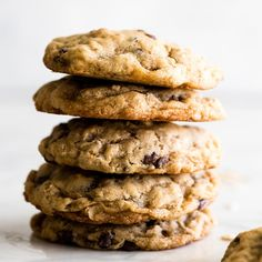 The BEST Oatmeal Cookie Recipe - crispy edges with soft and chewy centers, these oatmeal cookies are easy to make and out-of-this-world delicious. Add your favorite mix-ins for an extra special twist! Best Oatmeal Cookies, Oatmeal Chocolate Chip Cookie Recipe, Oatmeal Cookie Recipes, Dessert Recipes, Yummy Recipes, Desserts, Recipies, Cooking Recipes, Yummy Food