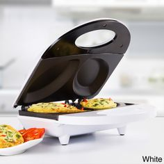 With non-stick coating for easy cleaning and cooking, this omelet maker allows you to make two different recipes at once!