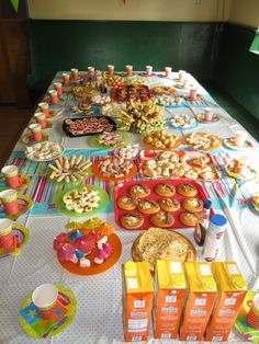 High Tea voor kinderen. Eerst samen met de kinderen alle hapjes maken en hierna lekker smullen! Kids Birthday Presents, Boy Birthday Parties, High Tea, Party Buffet, Party Food And Drinks, Cooking With Kids, Kids Meals, Party Time, Tea Party
