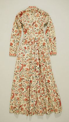 ( 2 of 2 photos) This is the back of a 'wentke' century), a long overdress or overcoat, made of chintz. It was used in the Hindeloopen costume (The Netherlands). 18th Century Dress, 18th Century Clothing, 18th Century Fashion, 19th Century, Vintage Outfits, Vintage Dresses, Vintage Fashion, Historical Costume, Historical Clothing