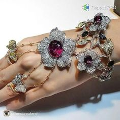 I'm officially O B S E S S E D with this fabulous HAND JEWEL ♥ #jewelleryaddict #jewelleryporn #jewelporn #diamondenvy #JewelGasm #wantneeddesirecovet #mrsortonsinstaglam High Jewelry, Jewelry Art, Unique Jewelry, Jewelry Accessories, Jewelry Design, Women Jewelry, Bangle Bracelets, Bangles, Ideas Joyería
