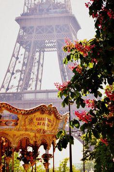 Merry-go-round - Eiffel Tower - Paris - France Oh Paris, I Love Paris, Paris Chic, Paris Girl, Oh The Places You'll Go, Places To Travel, Beautiful World, Beautiful Places, Torre Eiffel Paris
