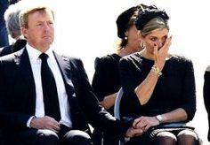 23-Jul-2014 22:07 - KONINKLIJKE TRANEN MÁXIMA WERELDNIEUWS. 'Maxima huilt om de doden', kopt het Duitse Bild bij de aankondiging van een filmpje. 'Koninklijke tranen voor slachtoffers', schrijft Daily Mail...