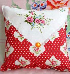 Vintage Hankie Pillow / Cojín