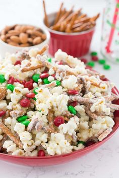 Santa Munch Popcorn Snack Mix is an easy 5 ingredient Christmas treat recipe! Package it for goody bags with the free printable or serve it at parties.