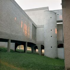 Photographer Alicja Dobrucka recently stayed at and photographed Sainte Marie de La Tourette, a Dominican convent near Lyon designed by Le Corbusier Sacred Architecture, Architecture Office, Futuristic Architecture, Architecture Design, Office Buildings, Chinese Architecture, Le Corbusier, Mondrian, Bauhaus