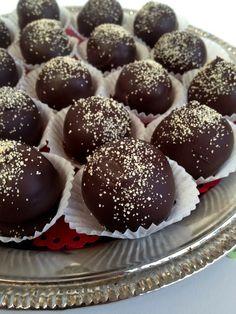 Melt-In-Your-Mouth Dark Chocolate Honey Truffles {recipe}