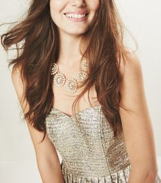 Sparkly crystals and shiny pearls look fabulous together! This cluster statement necklace to bring every outfit to life.
