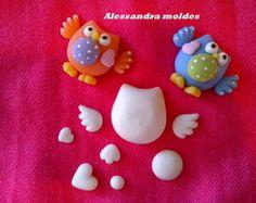 coruja m Cute Polymer Clay, Polymer Clay Miniatures, Polymer Clay Charms, Diy Clay, Handmade Polymer Clay, Clay Crafts, Fondant Animals, Clay Animals, Baking Soda Clay