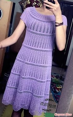 Это платье связанно по кругу не сложным узором. Оно Два узора чередуются в горизонтальном направлении. Платье смотрится очень нежно и нарядно.