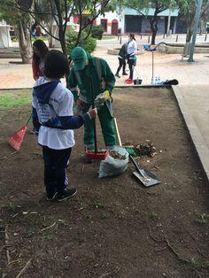 Jornada especial de limpieza y embellecimiento #ViveElCentro en el Eje Ambiental de Bogotá Cleaning