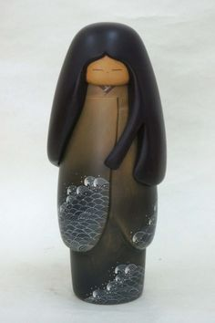 Let's look at kokeshi | What to Do at Usaburo Kokeshi? | Usaburo Kokeshi is a sosaku kokeshi (a new type of kokeshi (wooden doll), which is created in Japan).