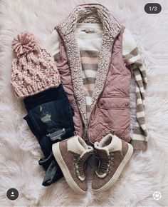 Fall vest with booties - fall outfits - Casual Winter, Casual Fall Outfits, Fall Winter Outfits, Autumn Winter Fashion, Winter Clothes, Cozy Winter, Casual Clothes, Summer Outfits, One Clothing