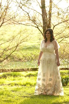 New South Wales Wedding at Terrara House Estate by Megan Summerton Photography Amazing boho wedding gown Bohemian Wedding Dresses, Wedding Dresses Plus Size, Plus Size Wedding, Boho Dress, Bohemian Weddings, Bohemian Bride, Indian Weddings, Dress Lace, Butterfly Wedding Dress