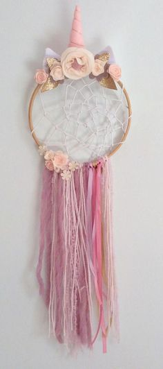 Unicorn Dreamcatcher Boho Dream Catcher Party Unicorn Dream Catcher is part of Unicorn crafts Dream Catcher is surrounded by delicately hand crafted felt flowers in a selections of pastel pink - Unicorn Diy, Party Unicorn, Unicorn Rooms, Unicorn Crafts, Unicorn Birthday Parties, Crochet Unicorn, Diy Birthday, Diy Tumblr, Kids Crafts