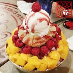 Mango Berry Bingsu (망고베리빙수) in Cheonan. More information can be found in the No.1 food guide in Korea, Food Korea Guide.