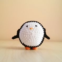 Cute crochet animals by Krempi. Cute Crochet, Crochet Hats, Crochet Animals, Knitting Hats, Crocheted Animals