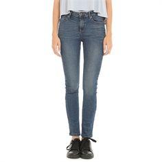 Pimkie.es : Tejido natural y corte ajustado, unos jeans intemporales que se harán hueco en tu armario esta temporada.