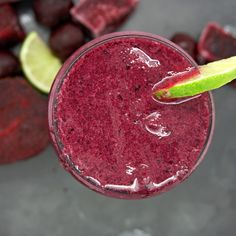 Beet Cherry and Lime Smoothie - This refreshingly smoothie is brimming with luscious dark cherries earthy sweet beets and fresh lime juice along with a hint of vanilla! Cacao Smoothie, Juice Smoothie, Smoothie Bowl, Smoothie Recipes, Smoothies, Juice Recipes, Beet Soup, Beet Salad, Sauteed Beet Greens