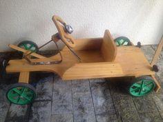 Carrinho de madeira tipo rolimã retrô