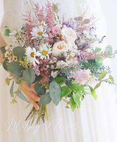 いいね!164件、コメント1件 ― MilkyFlower* yoshikoさん(@milkyflower_wedding)のInstagramアカウント: 「* BOTANICALクラッチブーケ * * たっぷりのグリーンとアイボリー、ライラック、ラベンダー、くすみピンクのお花をざっくりと束ねて* * * お揃いのブートニアも * *…」