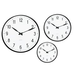 The Arne Jacobsen Station Clock, Ø 16 cm, is available from Rosendahl. Rhythm Clocks, Baseball Field Dimensions, Timer Watch, Objet Deco Design, Home Clock, Scandinavia Design, Table Design, Arne Jacobsen, White Walls