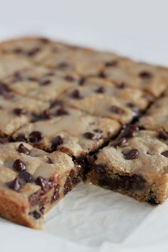 I've never actually tried a Blondie before I made this recicaramepe and curiosity finally got the better of me. What is a Blondie, I hear you ask? It's like a Brownie in shape and texture, but flavoured with brown sugar instead of cocoa powder. To be honest I actually thought it sounded a little bland. I added dark choc chips to mine and finished it off with a salted caramel drizzle and HELLO DECADENTLY AWESOME TREAT. I seriously hope this salted caramel trend …