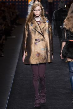 Fendi Fall 2016 Ready-to-Wear Fashion Show ae645fe8df8