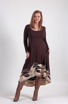 Hnědé+šaty+se+zvonovou+sukní+Dlouhé+polokolové+šaty+jsou+ušité+z+úpletu+viskóza/elastan.+V+bocích+nechybí+kapsy,+sukně+má+nepravidelnou+délku+-+mírně+se+svažuje+dozadu.+Lem+sukně+je+bohate+zdobený+aplikací.+Také+v+opačné+barevné+kombinaci,+nebo+v+jakékoli+jiné+barvě+podle+přání.+Velikost+podle+objednávky.+Tabulka+velikostí+Velikost+S+HO+87+-+90+cm+Pas+68+-+71+cm...