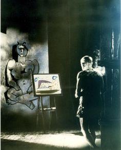 #Hoje #Documentário #Inédito  LE MYSTÈRE PICASSO - 21h30 - COM LEGENDA Em um suporte especial que faz as vezes da tela do pintor o lápis de Picasso corre com firmeza e leveza. Um desenho é elaborado e depois outro e muitos outros. Pela primeira vez um diretor filma o nascimento de uma pintura. Ele mergulha assim o espectador no coração do mistério da criação artística.  Premiações: Prêmio especial do Júri (Cannes 1956)