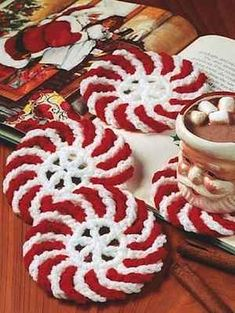 Peppermint Coasters FREE crochet pattern cute with mugs and cocoa for christmas gifts!