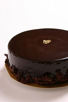 This Chocolate Birthday Cake recipe is the best and easy recipe you can try. Filipino style chocolate cake, delicious and homemade cake. Chocolate Cake Designs, Tasty Chocolate Cake, Flourless Chocolate Cakes, Best Chocolate, Healthy Cake Recipes, Homemade Cake Recipes, Food Cakes, Cacao, Baking