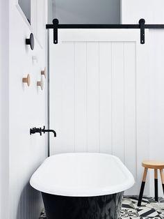 bathroom, Visite d'une maison Edwardienne entièrement rénové à Melbourne : Modernité, élégance et bonnes idées déco !