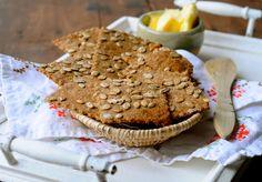 Crisp Bread made from rye flour with dates. Recipe on www.juliekarla.dk.