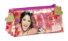 Neceser pequeño doble de Violetta Love, la nueva colección de papelería escolar para niñas inspirada en la serie argentina del momento que está triunfando en todo el mundo. Dimensiones: 22 cm x 10 cm x 8 cm.