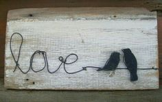 Rustic & distressed birds on a wire love wood sign - Home Projects We Love Diy Projects To Try, Crafts To Make, Wood Projects, Pallet Crafts, Wire Crafts, Love Wood Sign, Diy Papier, Diy Signs, Old Wood