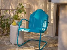 to Refinish Metal Furniture DIY Network has instructions on how to strip and repaint outdoor metal furniture.DIY Network has instructions on how to strip and repaint outdoor metal furniture. Painted Metal Chairs, Vintage Metal Chairs, Metal Lawn Chairs, Metal Outdoor Chairs, Metallic Painted Furniture, Patio Chairs, Room Chairs, Vintage Patio, Rattan Chairs