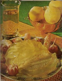 I can't even imagine. Creamed Fish In Aspic. 1979 Three words that should never go together: creamed. Scary Food, Gross Food, Weird Food, Bad Food, Retro Recipes, Vintage Recipes, Vintage Food, Weird Vintage, Kitsch