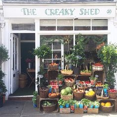 Hello sunny summer day, I think I have a crush on you! ☀️Perfect day to head over to The Creaky Shed to see what they have on offer and be stunned by the ever-pretty shop front arrangement. Love this place!