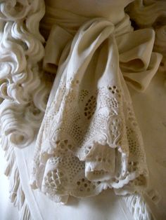 carved lace - Louvre