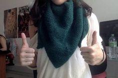 Le tuto tricot des débutantes : vive le châle ! Crochet Wool, Diy Crochet, Knitting Patterns, Crochet Patterns, Beautiful Crochet, Knitted Hats, Point Mousse, Crafts, Fabrics