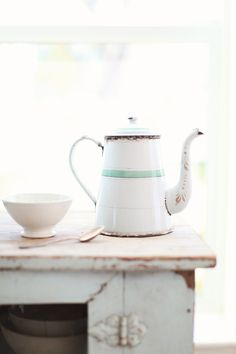 pictureperfectforyou:  (via Vintage French Enamelware White and Blue Coffee Pot)