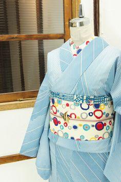 水色の濃淡で斜めストライプの幾何学パターンがデザインされた化繊絽の夏着物です。 #kimono