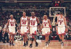 In the The starting 5 Chicago Bulls From L to R: Dennis Rodman, Scottie Pippen, Michael Jordan, Ron Harper, Toni Kukoc. Chicago Bulls Tattoo, Chicago Bulls Outfit, 1996 Chicago Bulls, Chicago Tribune, Michael Jordan Basketball, Nba Basketball, Mike Jordan, Jordan Logo, Jordan Bulls