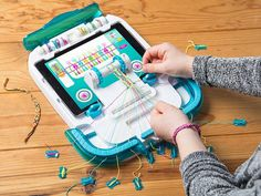 Watch, learn, and create friendship bracelets—all on the same device. The station even keeps work stable and tangle-free.