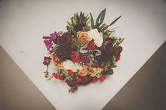 Grand Rapids Michigan Downtown Wedding  #floral #linnaeafloral #details #grandrapidsmichiganwedding #downtownmarketwedding #michiganweddingphotographer #michiganlifestyleweddingphotographer #intimatewedding #floraldesign #bouquet #staciebphotography