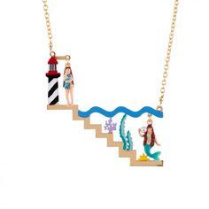 Collier jeune fille urbaine contre sirène des mers
